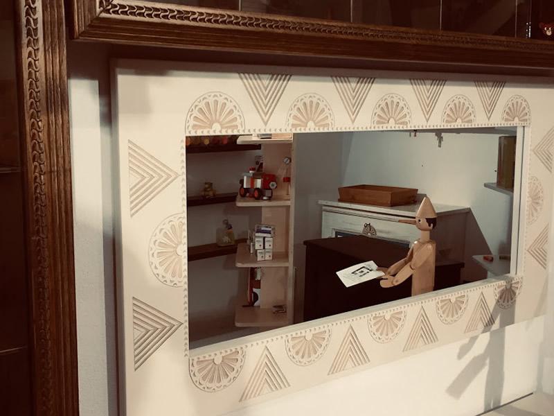 Sole – Specchio Con Cornice In Arte Sarda Laccato